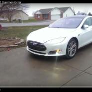 Summon pentru Tesla S, un update care a învățat-o să parcheze în garaj