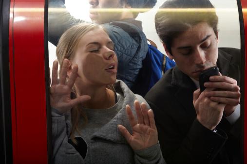 Ce mai joacă lumea la metrou